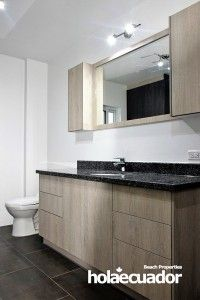 ecuador-home_custom-bathroom_b-33b-8_0