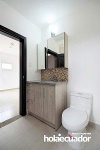 ecuador-home_custom_bathroom_c-40-1-2_2